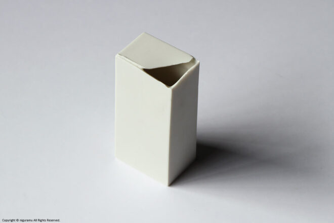 """Square Vase 2 / white 01(62""""W × 42D"""" × 130""""H mm)"""