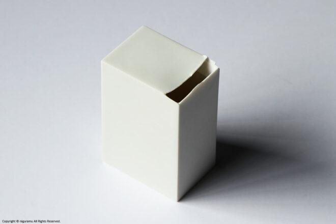 """Square Vase 3 / white 01(88""""W × 62D"""" × 130""""H mm)"""