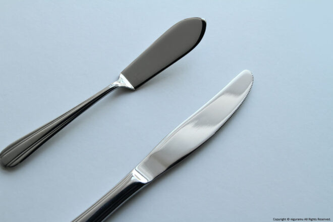 Dessert knives and buttered knives.