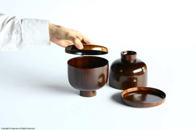 蓋物、お椀、小皿が一つになった「OHITSU WAN」