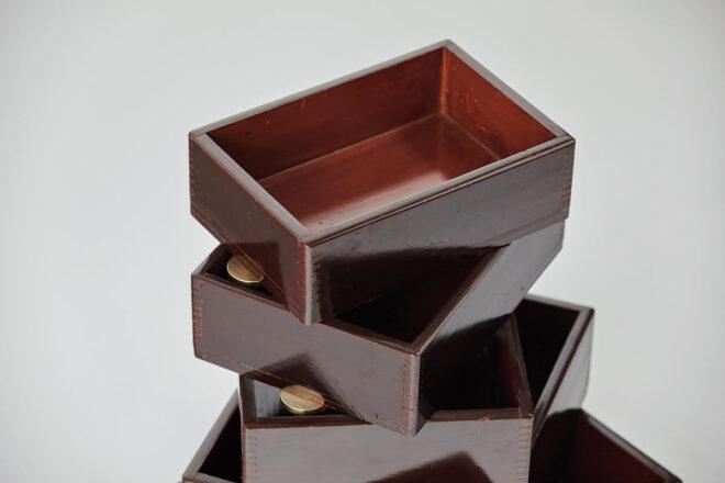 「Urushi Layered Boxes 001」大に小が重なっています