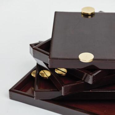 「Urushi Layered Trays 001」裏側の真鍮金具