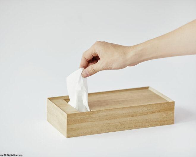 「tissue Box&Tray / natural」ティッシュを取り出す